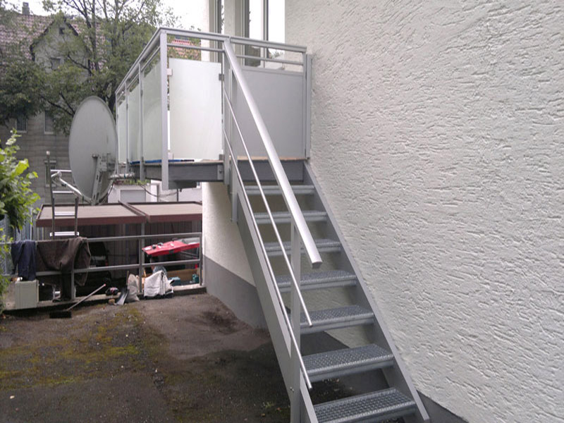 Treppe aus Alu eloxiert