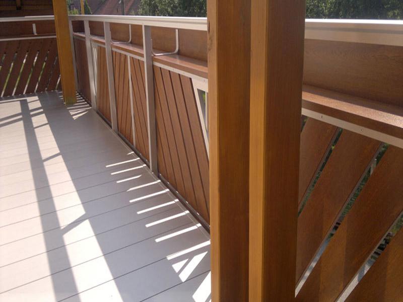Geländer und Balkonboden aus Alu