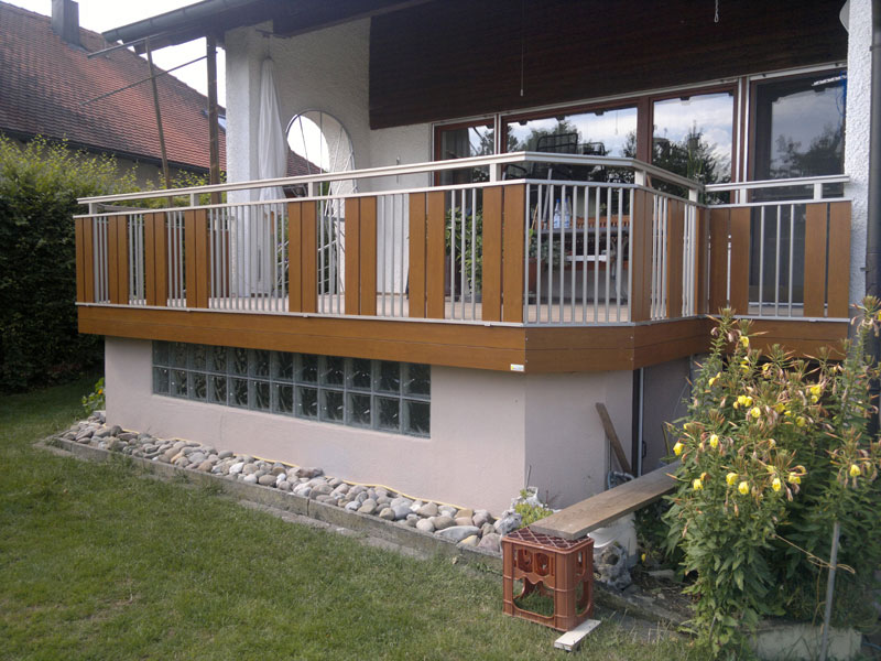 Geländer in Golden Oak Holzdekor und Edelstahl Look