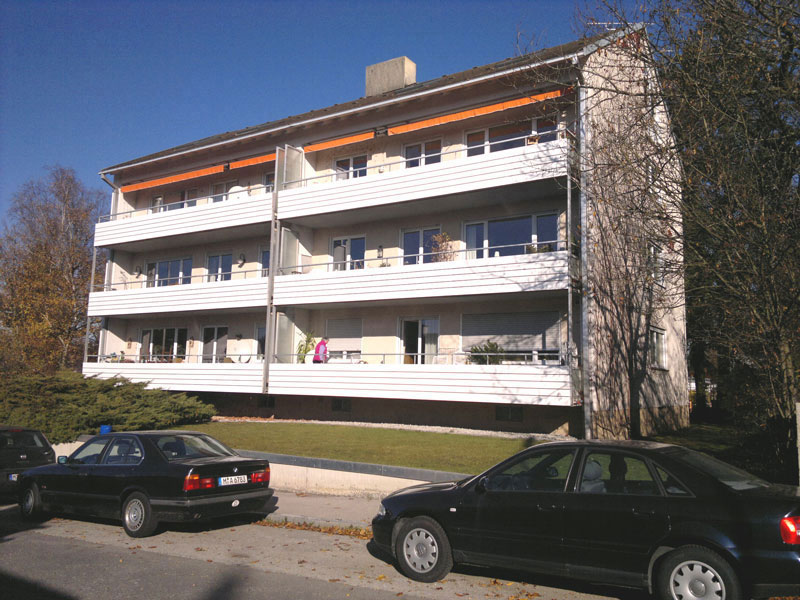 Balkonverkleidung Mehrfamilienhaus