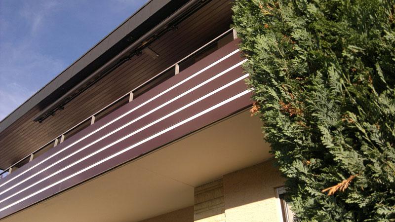 Geländer in Alu Nut und Feder Optik