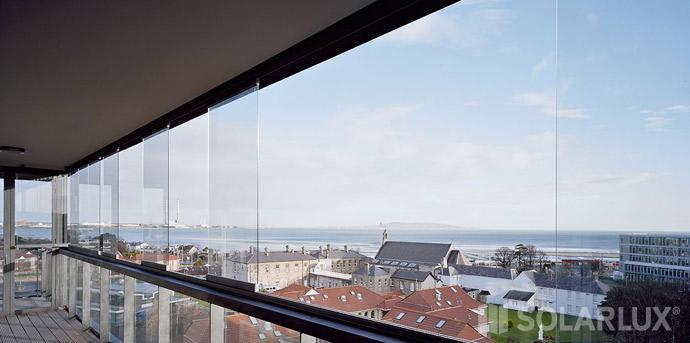 balkonverglasung wenn es zieht auf dem balkon. Black Bedroom Furniture Sets. Home Design Ideas