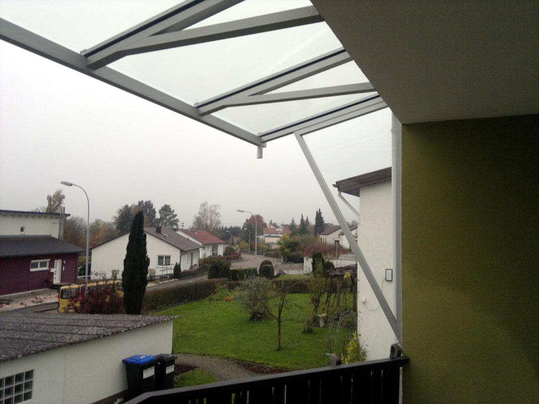 Balkonüberdachung in Alu eloxiert