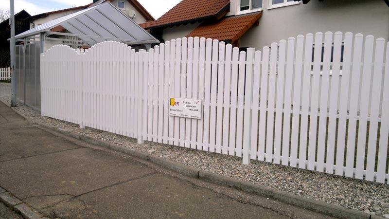 Zaun aus Kunststoff weiß