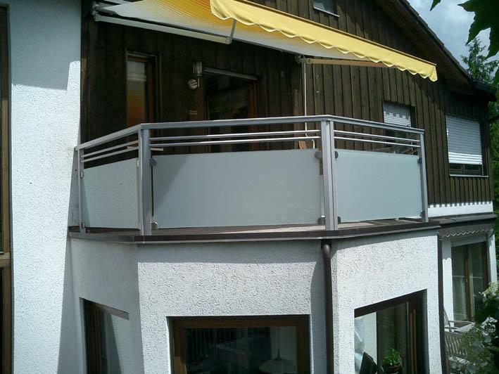 Balkon aus Glas und Alu