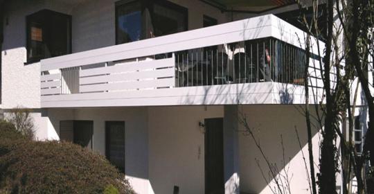 hier finden sie unsere schwerpunkte balkongel nder und balkonverkleidungen. Black Bedroom Furniture Sets. Home Design Ideas