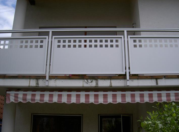 Geländer mit Blech und Rahmen